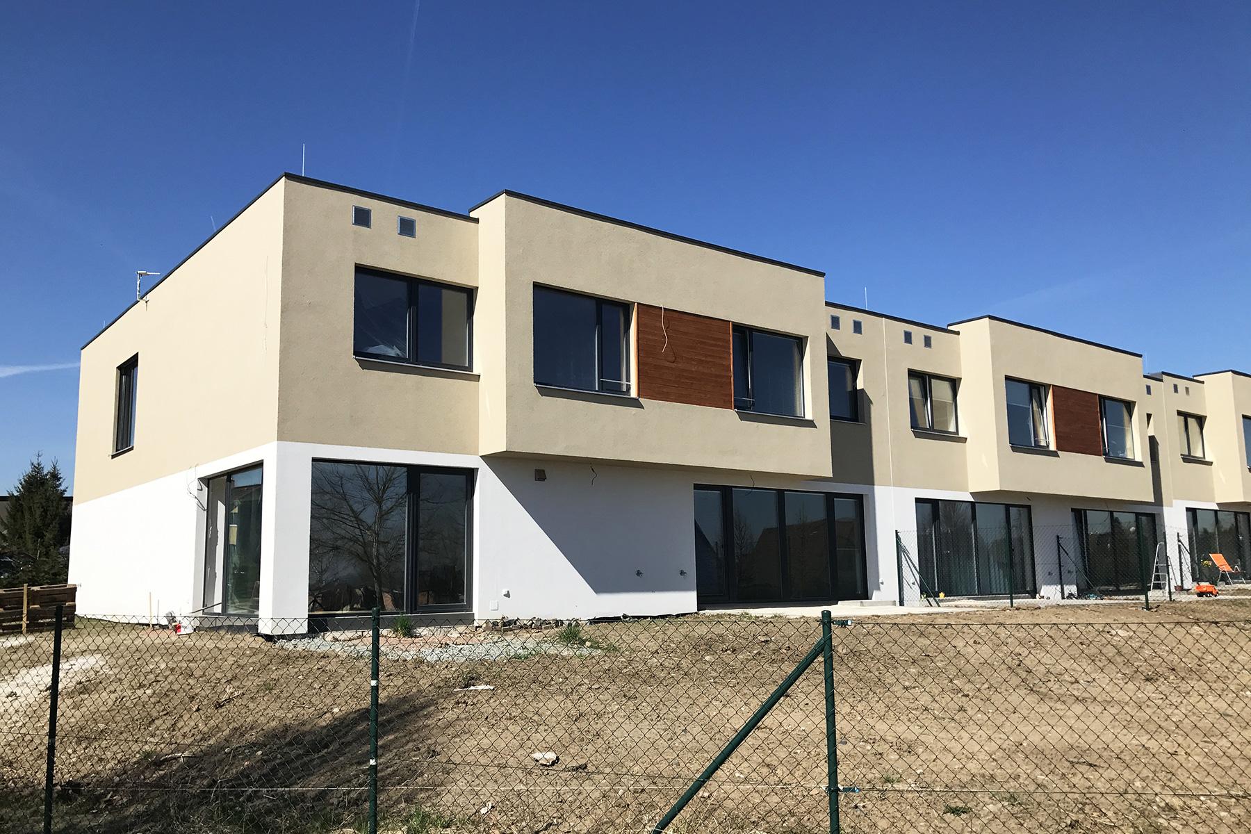 Golf Michalovice - řadové domy, první etapa, včetně fasády.