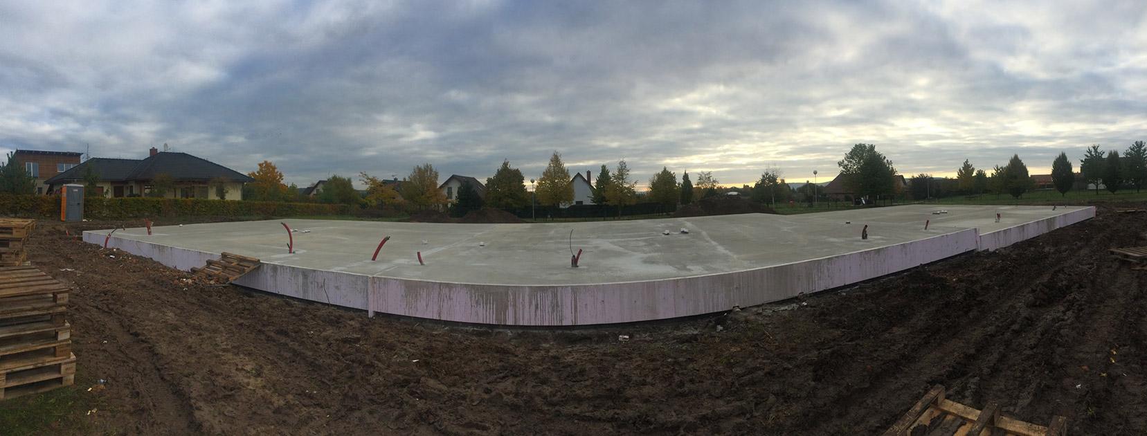 Golf Michalovice - řadové domy, první etapa. Základy připraveny.