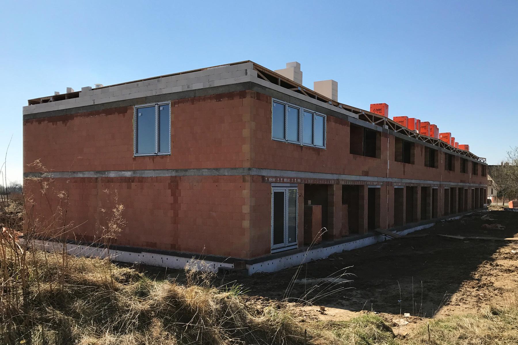 Michalovice - Realizace výstavby řadových domů.