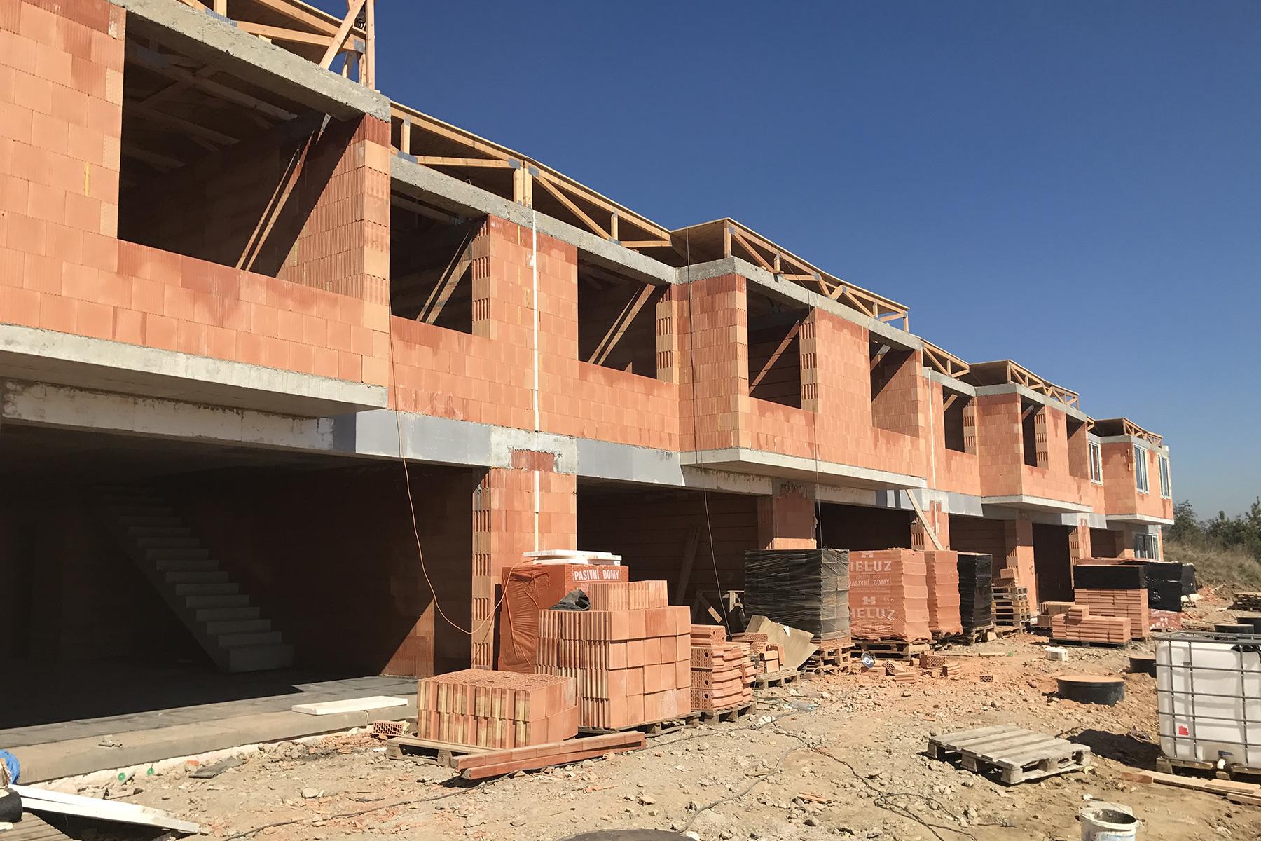 Michalovice - Realizace výstavby řadových domů od HP Domy.