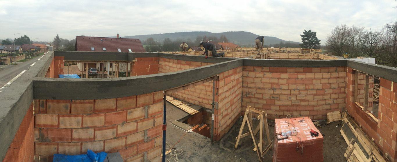 Stavba in progress: projekt 14-ti řadových domů Na Celně – Mladá Boleslav.